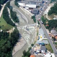 Intensa antropizzazione di aree prossime ai corsi d'acqua (es. realizzazione di un nuovo attraversamento del F. Oglio, foto 2012)