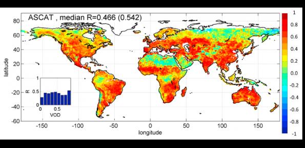 Mappe di correlazione per le stime di pioggia ottenute tramite l'applicazione dell'algoritmo SM2RAIN ai dati di contenuto d'acqua di ASCAT, ASMR-E e SMOS e da TMPA 3B42-RT, confrontate con dataset di pioggia del Global Precipitation Climatology Centre.